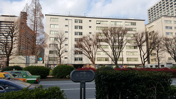 日本標準飼料成分表2009年版を読むために農林水産省図書館にやってきた